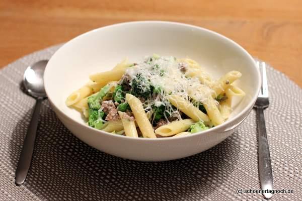 Brokkoli-Erbsen-Pasta mit Hackfleisch - Essen für Kleinkinder