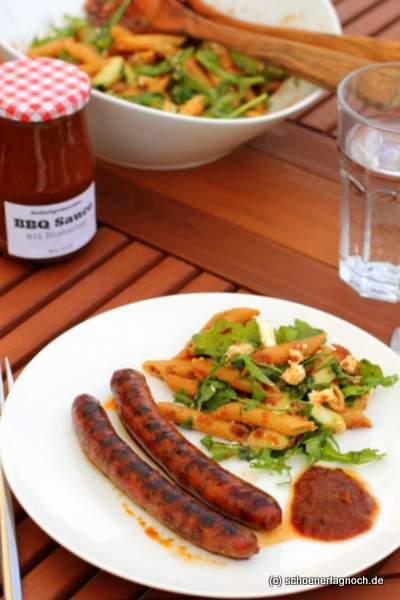 Zum Grillen: selbstgemachte Barbecue-Sauce mit Rhabarber