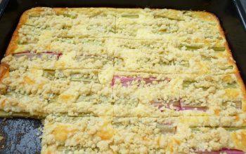 Zum Niederknien: Rhabarber-Käse-Blechkuchen