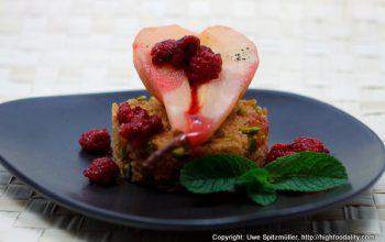 Dessert-Highlight: Grenadine-Birnen mit süßem Couscous
