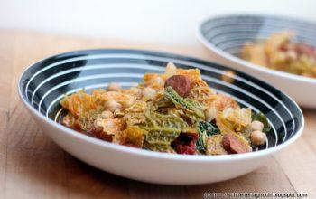 Feuriger Eintopf mit Chorizo, Wirsing und Kichererbsen