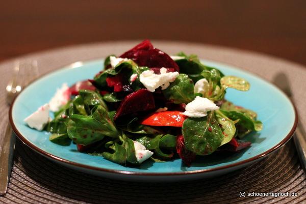 Herbstlicher Ackersalat mit Rote Bete, Kürbis und ZIegenfrischkäse