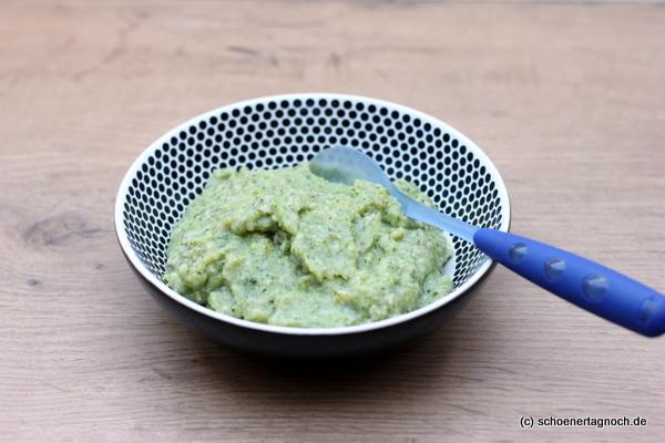 Babybrei selbst kochen: Rezept für Brokkoli-Hafer-Brei