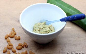 Babybrei selbst kochen: Rezept für Zucchini-Nudel-Brei mit Hackfleisch