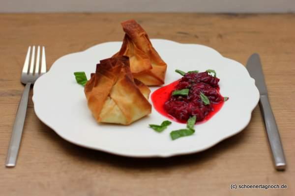 Ziegenkäsetaschen mit Erdbeer-Pfeffer-Chutney