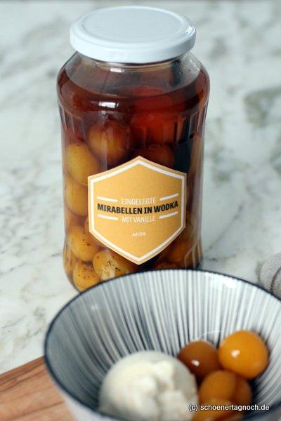 Eingelegte Mirabellen in Vanille-Wodka