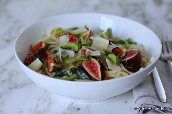 Spaghetti mit Spinat und frischen Feigen