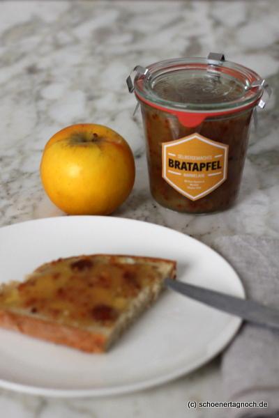 Beschwipste Bratapfel-Konfitüre mit Rum, Mandeln und Rosinen