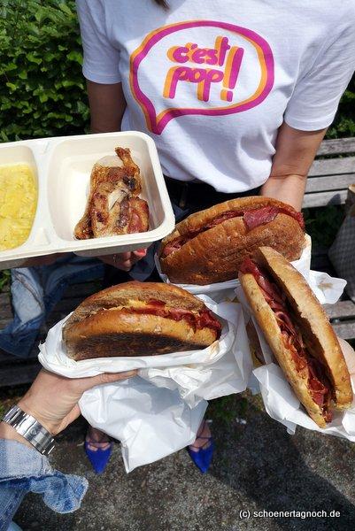 3 Pastrami-Sandwiches und Hähnchenschenkel mit Kartoffelsalat von der Metzgerei Brath in Karlsruhe