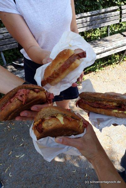 3 Pastrami-Sandwiches und ein Fleischkäsebrötchen von der Metzgerei Brath in Karlsruhe