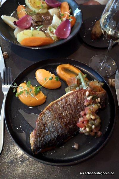 Dorade mit Artischocken, Tomaten und Süßkartoffelpüree als Hauptspeise im Vivre Canal St. Martin in Paris
