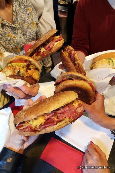4 Pastrami-Sandwiches und 2 Burger in der Metzgerei Brath in Karlsruhe