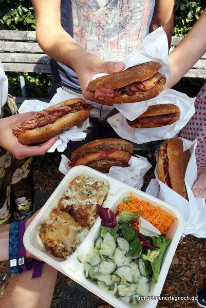 5 Pastrami-Sandwiches und 1 Tagesessen (Pollo Fino mit Salat) von der Metzgerei Brath in Karlsruhe