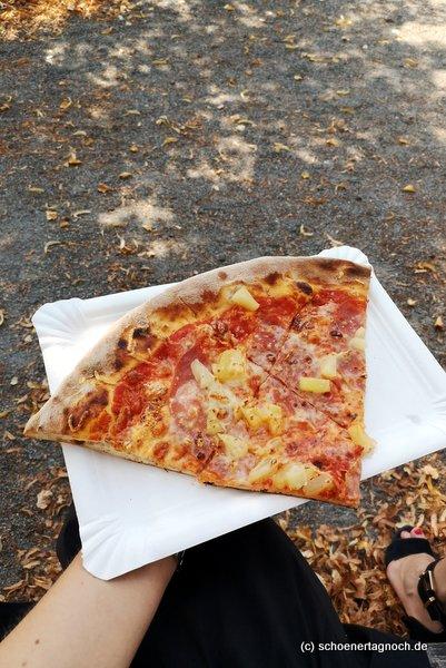 """Pizzaschnitte """"Hawaii"""" vom Paparazzi in Karlsruhe"""
