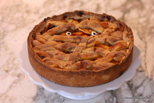 Mürbe Mumie: Apfel-Kürbis-Kuchen mit Ingwer zu Halloween