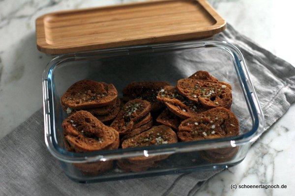 Selbstgemachte Oregano-Brotchips, herzhafter Snack, schnelles Mitbringsel, kulinarisches Geschenk