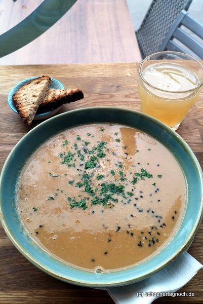 Erdnuss-Süßkartoffel-Suppe im CLAUS Eis & Deli in Karlsruhe