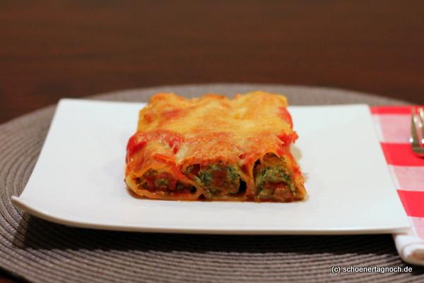 Grünkohl-Cannelloni mit Tomatensauce