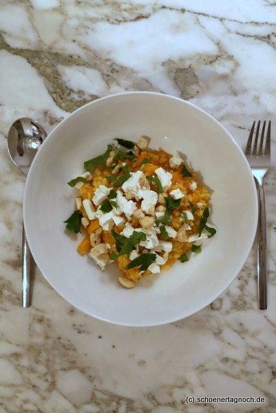 Karotten-Curry-Risotto mit Cashewkernen und Feta