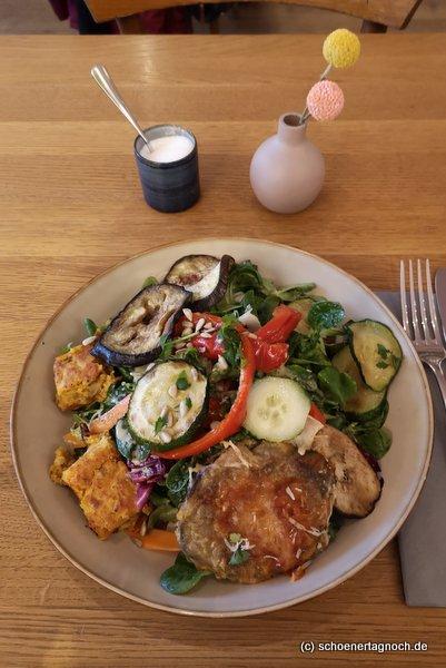 Wintersalat mit gegrilltem Gemüse im Klauprecht in Karlsruhe