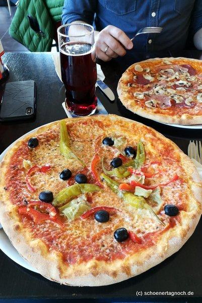 Pizza Vegetaria im Paparazzi im Filmpalast am ZKM in Karlsruhe