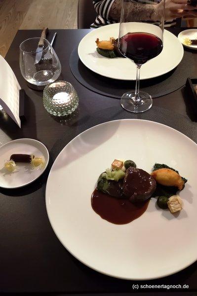Büffel mit Spinatcreme, Rahmspinat, Sellerie im Restaurant Sein in Karlsruhe