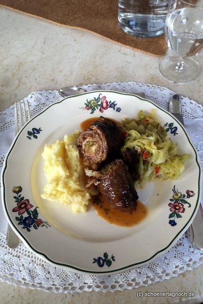 Rinderroulade mit Kartoffelbrei und Spitzkohl