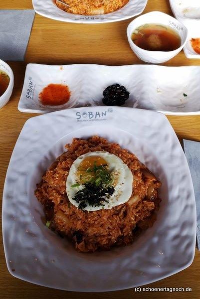 Gebratener Reis mit Schweinefleisch, Kimchi und Ei im Soban in Karlsruhe