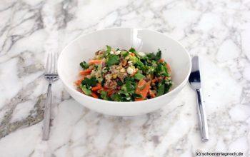 Quinoa-Brokkoli-Salat mit Karotten, Pistazien und Apfel-Dattel-Dressing