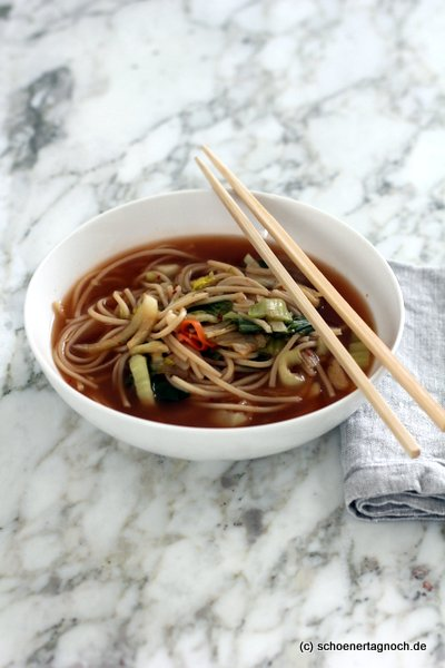 Meal prep Ramensuppe mit Kimchi und Pak Choi