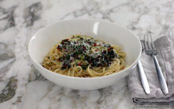 Spaghetti mit Chili-Kapern-Petersilien-Öl