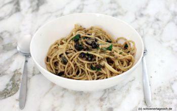 Spaghetti mit Petersilien-Oliven-Kapern-Pesto