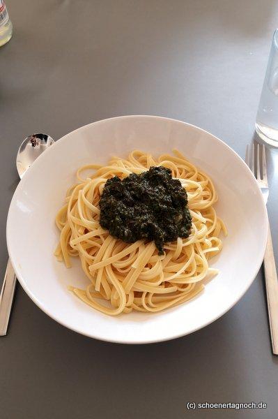 Linguine mit Petersilien-Kapern-Oliven-Pesto