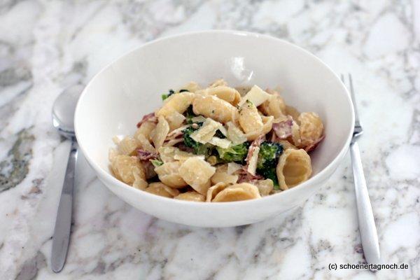 Orecchiette mit Brokkoli, gekochtem Schinken und Frischkäse, Essen für Kleinkinder, Rezept aus dem Yummy Mami Ruckzuck Kochbuch