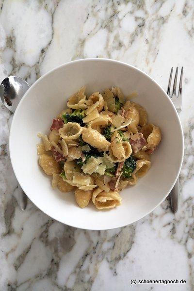 Orecchiette mit Brokkoli, gekochtem Schinken und Frischkäse, Rezept aus dem Yummy Mami Ruckzuck Kochbuch