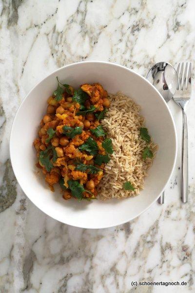 """Kichererbsen-Blumenkohl-Curry mit Naturreis, Rezept aus """"Himmlisch gesund"""" von Lynn Hoefer"""