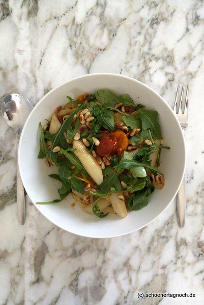 Fettucine mit Spargel, Kirschtomaten und Rucola