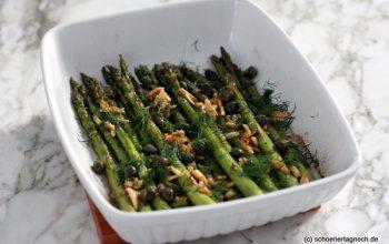 Grüner Spargel aus dem Ofen mit Knusperkapern, Mandeln und Dill