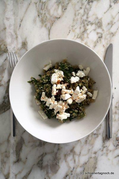 Spinat-Bulgur-Pfanne mit Feta und Rosinen