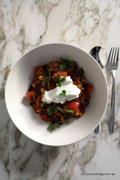 """Süßkartoffel-Quinoa-Chili mit Joghurt aus """"Himmlisch gesund"""" von Lynn Hoefer"""