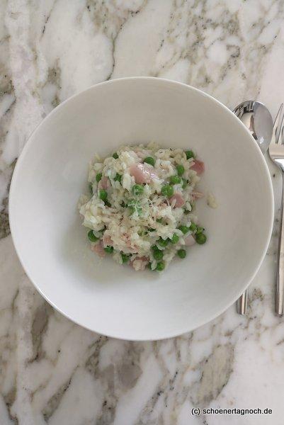 Essen für Kleinkinder, Reis mit Erbsen und Schinken, Erbsenrisotto