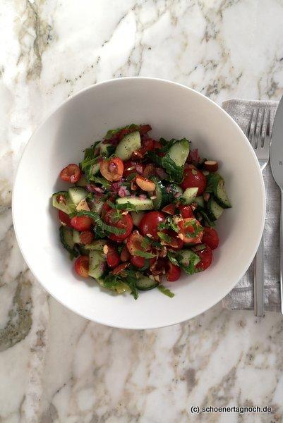 Tomaten-Gurken-Salat mit Kirschen nach einem Rezept von Tinas Tausendschön