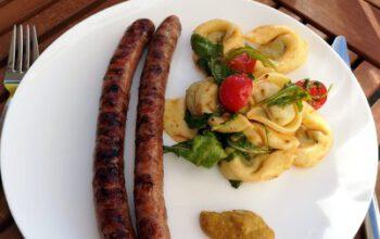 Tortelloni-Salat mit Rucola und Kirschtomaten