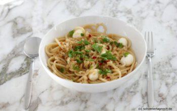 Bucatini mit Pangrattato und Mozzarellakugeln