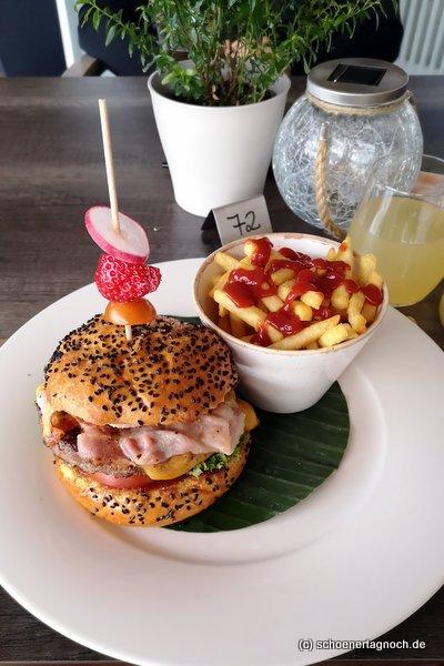 Burger mit Pommes im Golfclub Bad Liebenzell