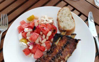 Vom Grill: Schweinerippchen sous-vide und Wassermelonensalat mit weißen Bohnen und Feta