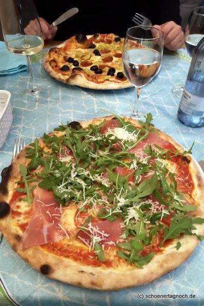 """Pizza Rucola mit Parmaschinken, Mozzarella und Tomaten im """"Da Zaza"""" in Sonthofen"""