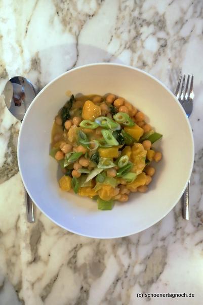 Rumfort-Curry aus Kürbis, Kichererbsen und Pak Choi