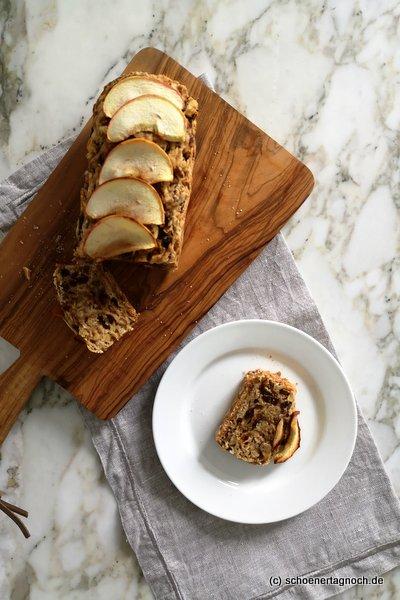 Veganes Apfelbrot mit getrockneten Feigen und Walnüssen
