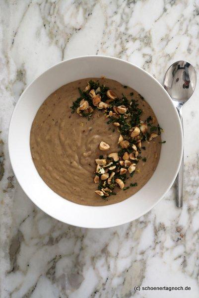 Maronensuppe mit Haselnuss-Gremolata